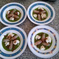 Crema de guisantes, gambas, stracciatella y tarallo paso 6