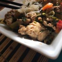 Chapsui de pavo con fideos de arroz