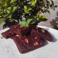 Beet and cocoa brownies