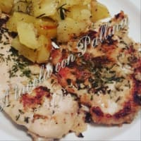 Crispy chicken breast with aromatic herbs with roasted potatoes