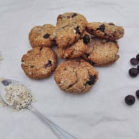 Oatmeal cookies with banana and blueberries.