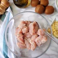 Pollo en salsa de kiwi y las almendras paso 1