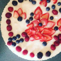 Yogurt cake and red berries