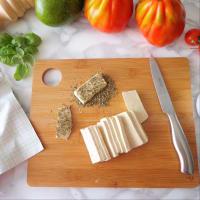 ensalada de tomate, aguacate y tofu a la plancha paso 1