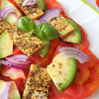 ensalada de tomate, aguacate y tofu a la plancha paso 2