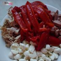 sfoglia ripiena di peperoni, mortadella ,mozzarella e wurstel step 2