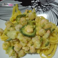 Noodles with zucchini and shrimp in yellow