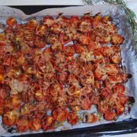 tomates cherry y cebolla con hierbas