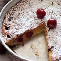 Clafoutis de cerezas y fresas salvajes con almendras paso 8