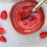 Mermelada de ruibarbo, las fresas y las fresas paso 14
