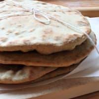El pan sin levadura sin levadura, cocida en una sartén o en el horno paso 6