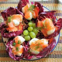 Achicoria con salmón y mozzarella