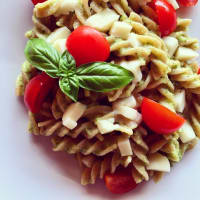 Caprese Pasta With Zucchini Cream