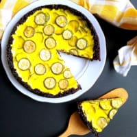 Crostata di riso venere con zucchine e yogurt al curry
