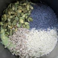 Galletas de arroz fragante mezclada con especias y semillas paso 3