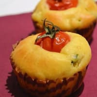 Muffins with cherry tomatoes and zucchini