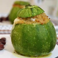Round zucchini stuffed with tuna and cheese