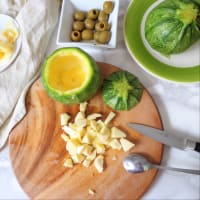 Calabacín relleno con queso con aceitunas y hierbas paso 2