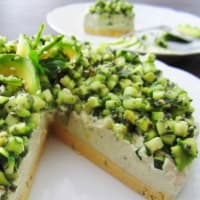 Cheesecake al basilico e avocado con base di lupini