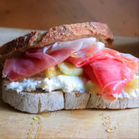 Sandwich with ham, figs, honey and goat's cream