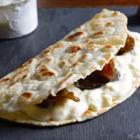 Piadine with squacquerone and caramelized figs