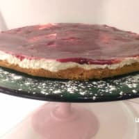 Cheesecake with cherry jam