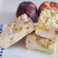 Cake crumbs into peaches
