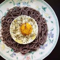 espaguetis de trigo sarraceno y huevo