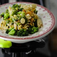 Fiberpasta with cauliflower, almonds and pesto parsley and almonds
