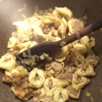 TORTELLONI nueces y gorgonzola con peras y ricotta paso 7