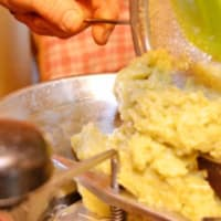 Ravioli de Lupino, Mozzarisella y albahaca con espárragos y limón paso 5