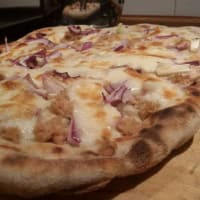 Tuna pizza and tropea onion