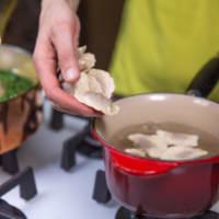 las nueces y las almendras Mezzelune Blurisella con crema de espinacas y tofu paso 9