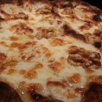 gorgonzola y nueces de pizza