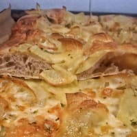 pizza con chips di patate