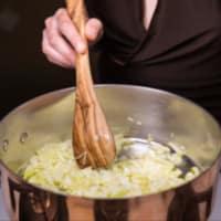 Ravioli deletreado veganos, crema de calabacín con jengibre y rojo remolacha paso 3
