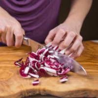 Ravioli con seitán estofado con crema de boletus y achicoria roja paso 1