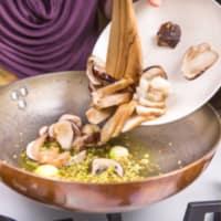 Ravioli con seitán estofado con crema de boletus y achicoria roja paso 5