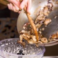 Ravioli con seitán estofado con crema de boletus y achicoria roja paso 9