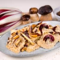 Ravioli con seitán estofado con crema de boletus y achicoria roja paso 12
