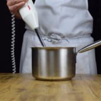 Mozzarisella y calabacín ravioli con salsa de puerros, alcaparras, aceitunas paso 3