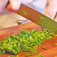 Ravioriselli Spalmarisella y espinacas con pesto de hierbas silvestres paso 1