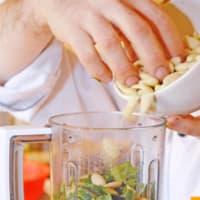 Ravioriselli Spalmarisella y espinacas con pesto de hierbas silvestres paso 2