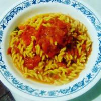 Fusilli di mais riso, accompagnato da salsa di pomodoro fatta in casa