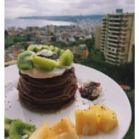 Frittelle di avena, cacao e frutta.