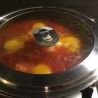Huevos en el Purgatorio. Parece que los huevos con los tomates se llaman así ... paso 4