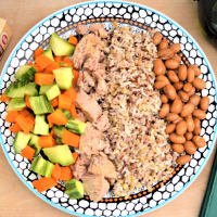 Mix of cereals with borlotti beans, tuna and steamed vegetables