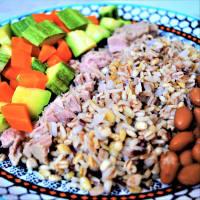 Mezclar el cereal con frijoles Borlotti, atún y verduras al vapor paso 5