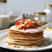 Pancakes with caramel peaches in marsala