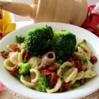 integrales Pasta con brócoli, tomates secos y anchoas